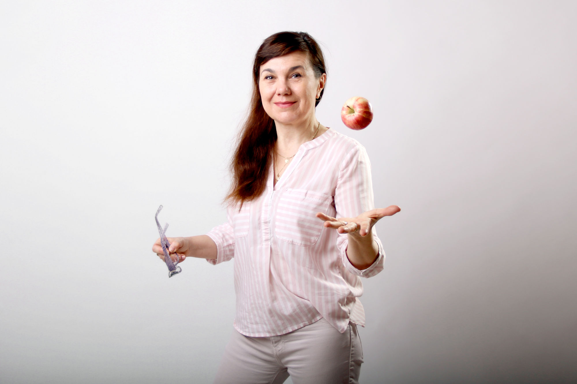 Eva Pecháčová si háže sjablkem